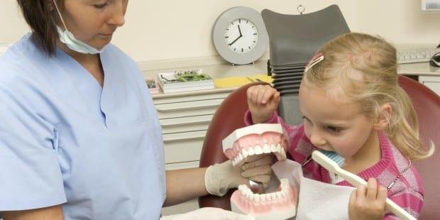 Mädchen_Zahnarzt