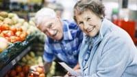 iStock_Senioren_gehen_einkaufen