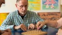 aks gesundheit älterer Mann spielen